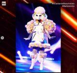 Il-cantante-mascherato-Barboncino-800x760